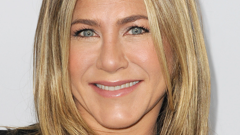 Jennifer Aniston, posing