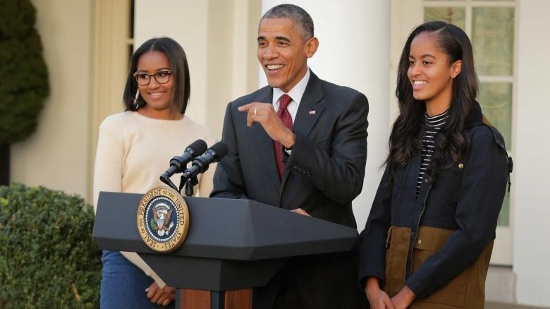 Sasha Obama, President Barack Obama, and Malia Obama