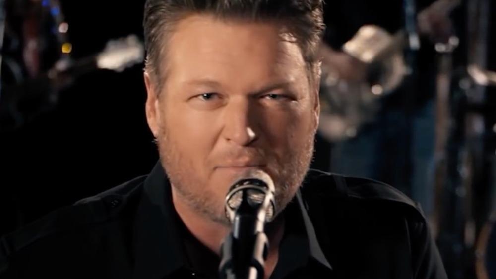 """Blake Shelton singing in his """"Minimum Wage"""" music video"""