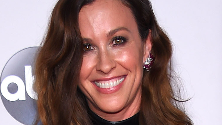 Alanis Morissette at the 2015 American Music Awards