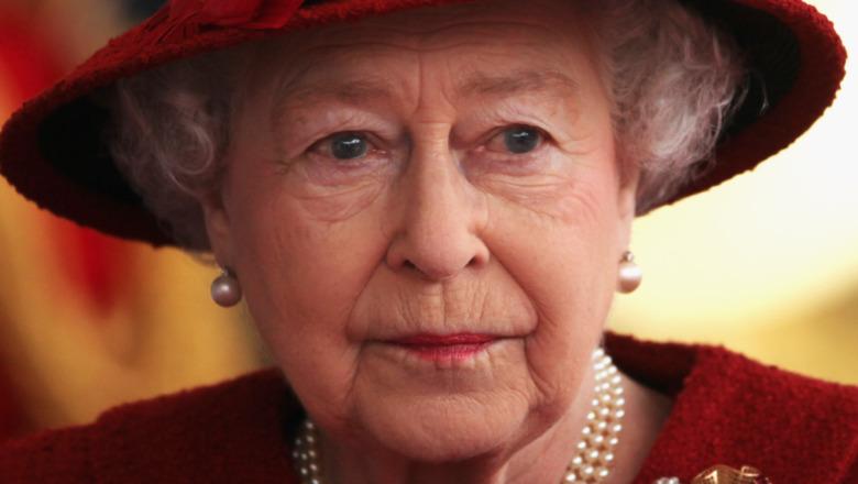 Queen Elizabeth red hat