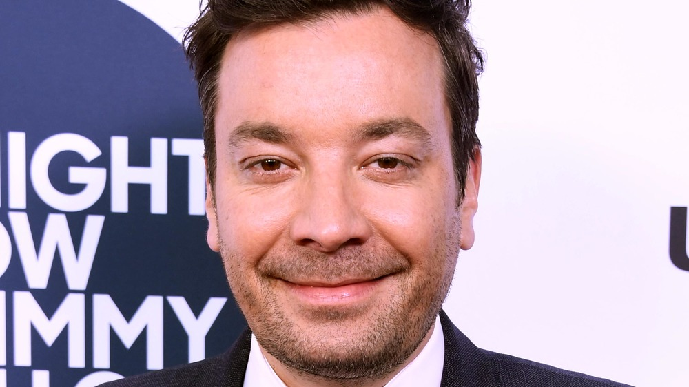 Jimmy Fallon, smiling, red carpet, shaven, dressed up in suit, no facial hair