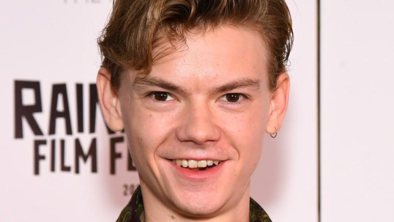 Thomas Brodie-Sangster smiling red carpet
