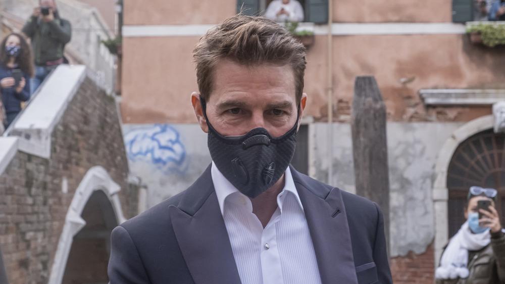 Tom Cruise wearing face mask