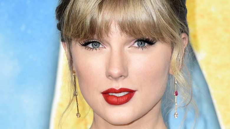 """Taylor Swift attends the world premiere of """"Cats"""" at Lincoln Center 2019"""