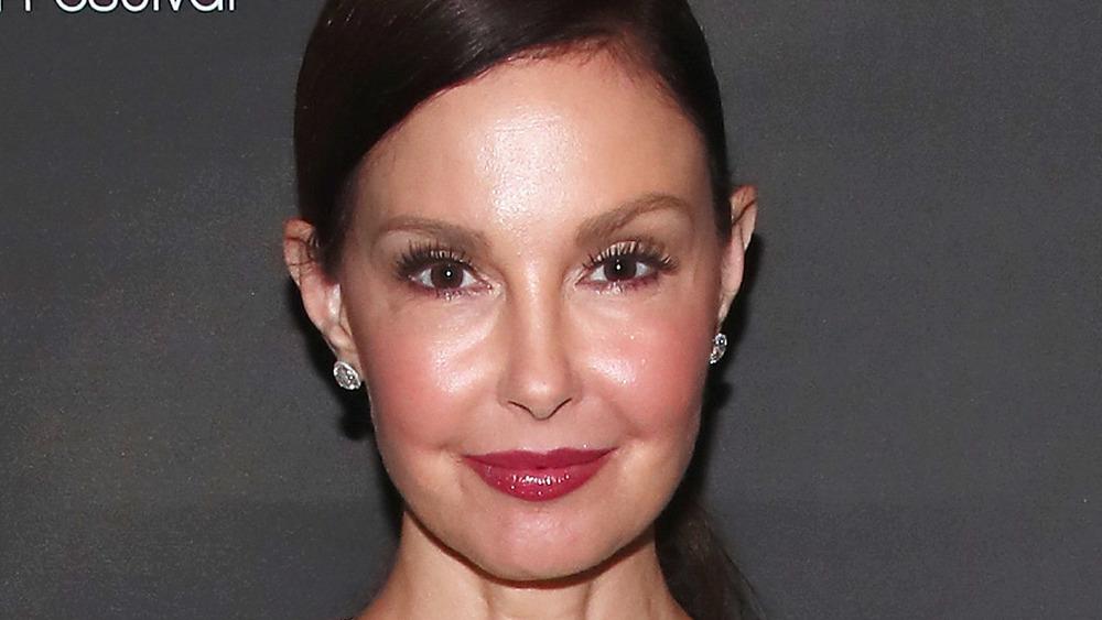 Ashley Judd posing