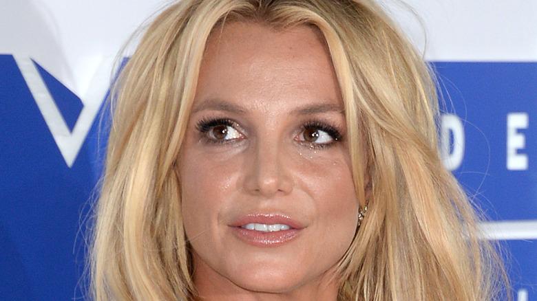 Britney Spears, posing