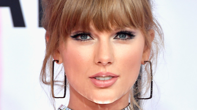 Taylor Swift posing