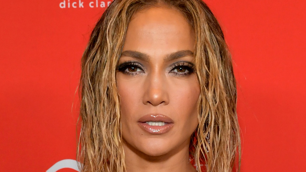 Jennifer Lopez gives a smouldering look on the red carpet