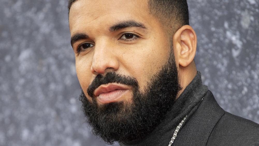 Drake posing on the red carpet