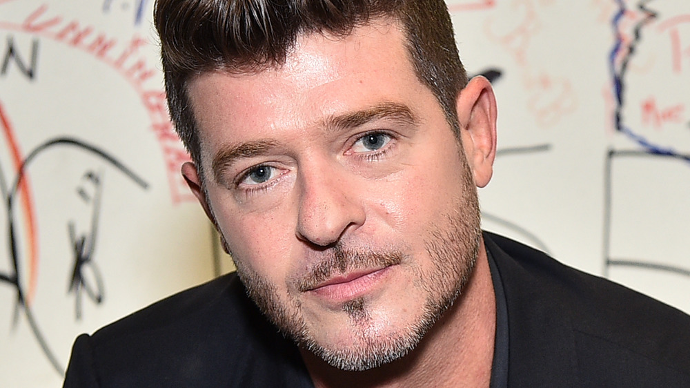 Robin Thicke posing for a photo