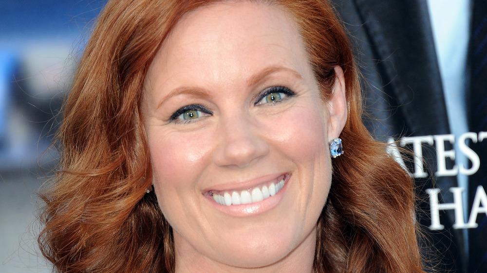 Elisa Donovan smiles