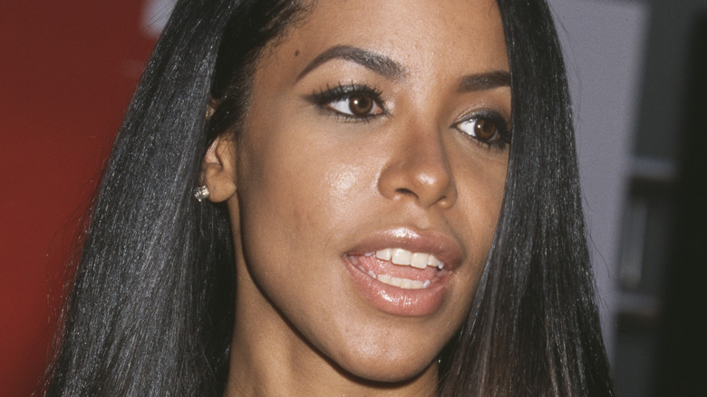 Aaliyah smiling at a red carpet event