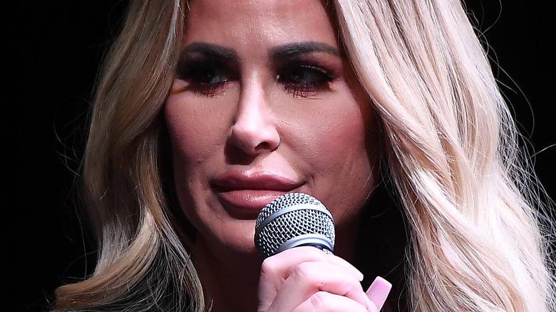 Kim Zolciak responds to questions on stage