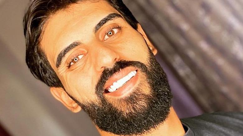 90 Days Fiance Yazan Abu Harirah smiling in selfie