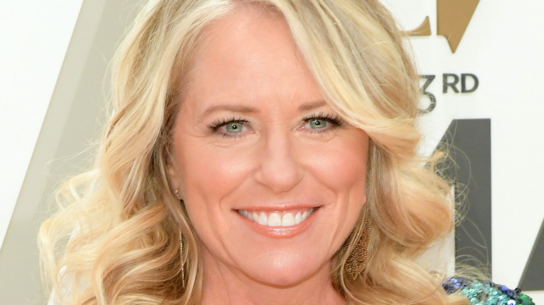 Deana Carter on the red carpet