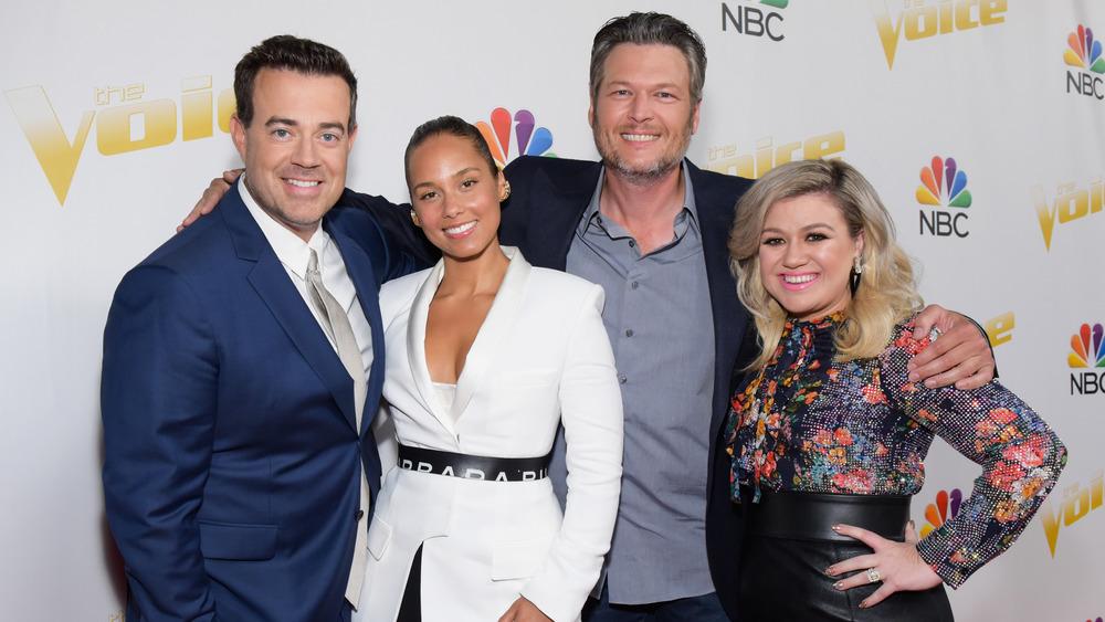 Carson Daly, Alicia Keys, Blake Shelton, and Kelly Clarkson smiling
