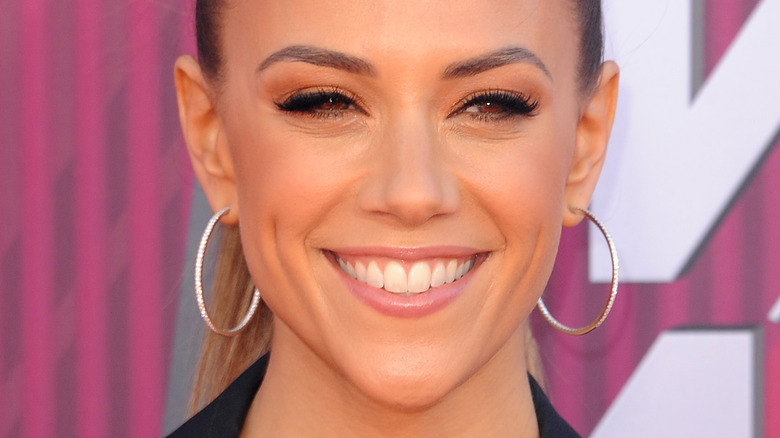 Jana Kramer smiling at 2019 iHeartRadio Music Awards