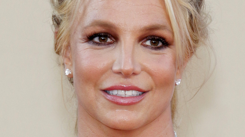 Britney Spears smiles on the red carpet