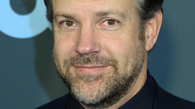 Jason Sudeikis smiles on the red carpet