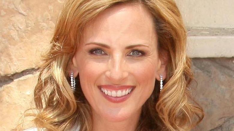Marlee Matlin smiling