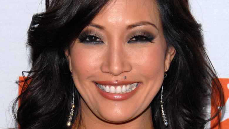 Carrie Ann Inaba, posing