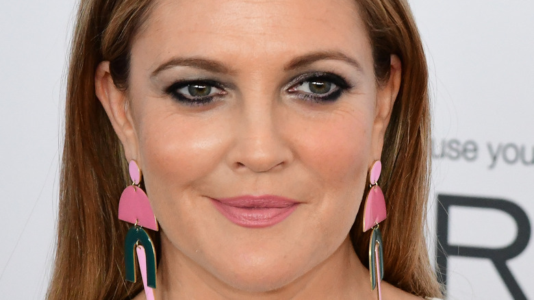 Drew Barrymore smile eyeliner