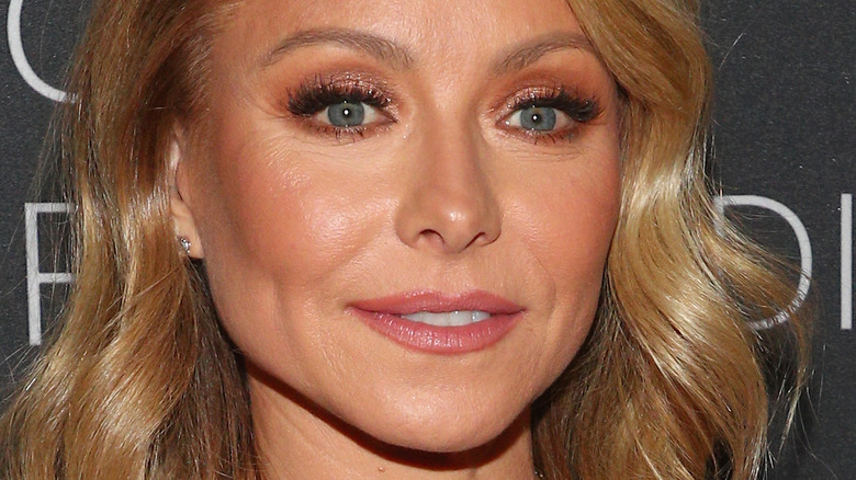 Kelly Ripa smiling on the red carpet