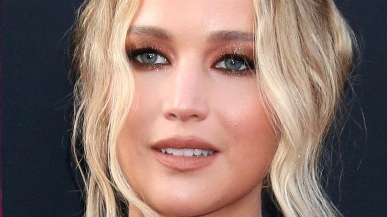 Jennifer Lawrence blond red carpet