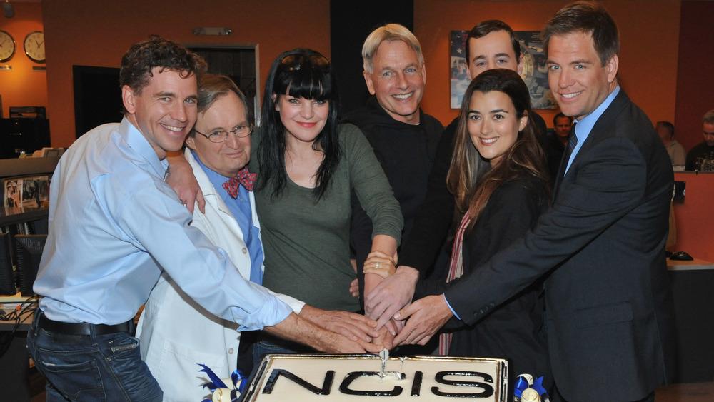 NCIS cast cutting cake