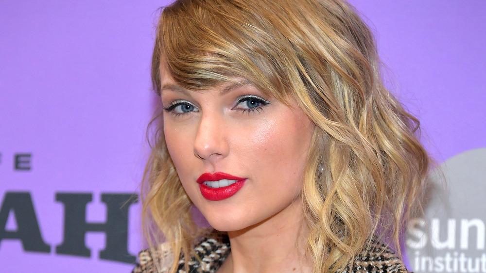 Taylor Swift in red lipstick